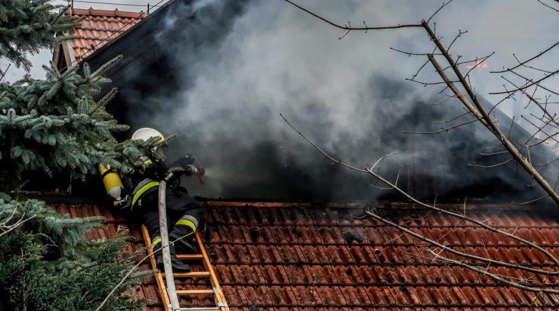 Pożar budynku mieszkalnego w Nowym Tomyślu! W akcji kilkanaście zastępów straży!