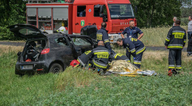 3 osoby ranne po dachowaniu! 17-latek wypadł z pojazdu!