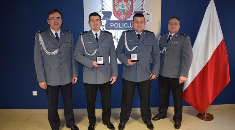 Wolsztyńscy policjanci nagrodzeni za uratowanie życia mężczyzny